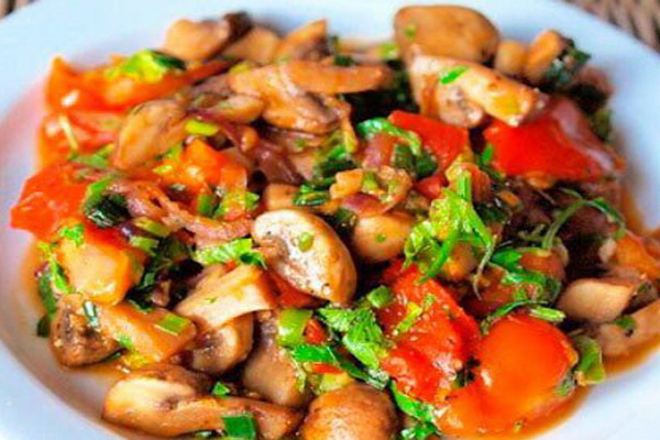 рагу с белыми грибами и овощами
