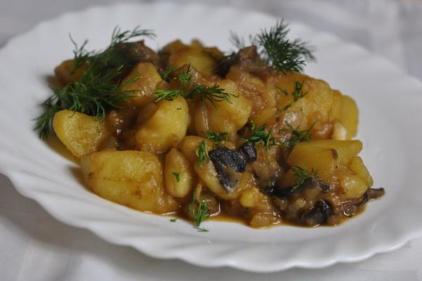 вкусный рецепт тушеной картошки в духовке